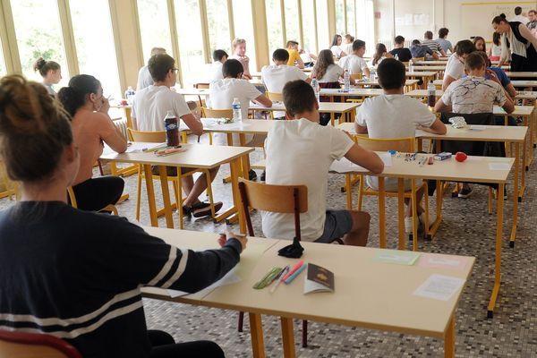 Sur les 22 meilleurs lycées d'enseignement général, 17 sont privés.