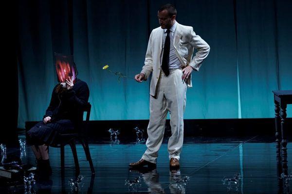 """""""La Ménagerie de Verre"""", une pièce de Tennessee Williams mise en scène par Eric Cénat, prolongé jusqu'au 8 février au Théâtre de l'Epée de Bois."""