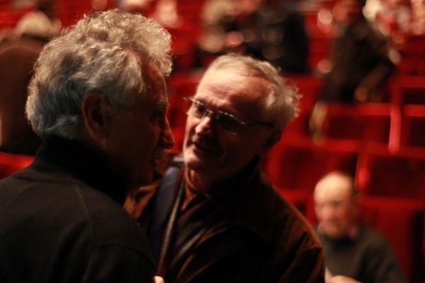 """Jean-Claude Saurel, le président de Sauve Qui Peut Le Court-Métrage en discussion avec Claude Duty, réalisateur de """"Filles perdues, cheveux gras"""" (2002) et """"Bienvenue au gîte"""" (2003), à quelques minutes du lancement de la 35ème édition du festival du Court-Métrage de Clermont-Ferrand"""