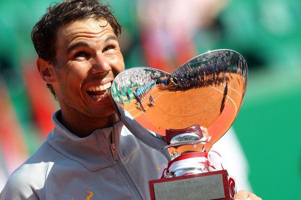 22 avril 2018 : Rafael Nadal of Spain remporte le tournoi après sa victoire contre le Japonais Kei Nishikori.