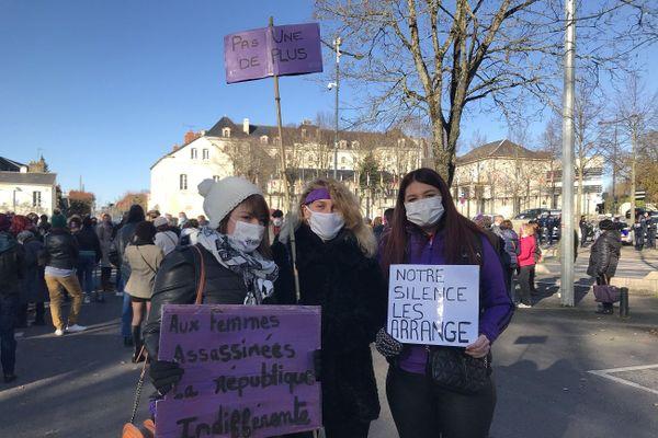"""Les participantes à la marche organisée par """"Nous toutes 18"""" ont rappelé que le silence autour des violences est difficile à briser pour les victimes."""