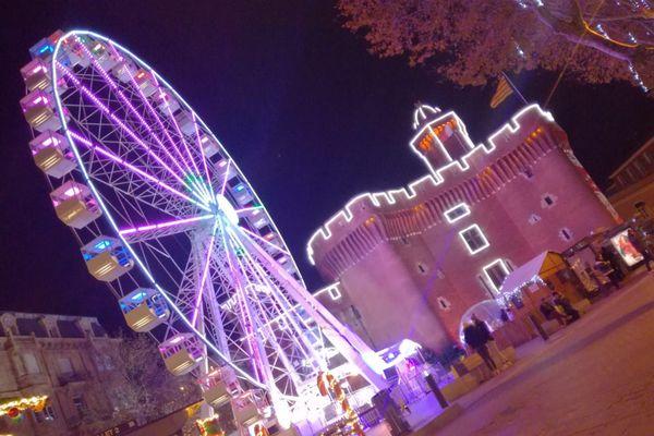Perpignan - La grande roue devant le Castillet - 2 décembre 2020.