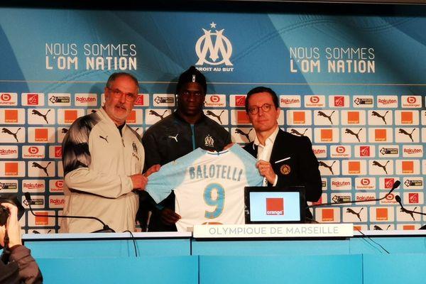 Mario Balotelli est arrivé mercredi 23 janvier à la Commanderie, centre d'entraînement de l'OM, pour être officiellement présenté à la presse.