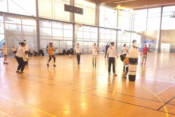 Handball : séance d'entrainement pour les Bleues