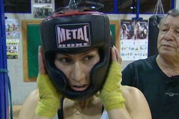 """""""Mettre les gants"""" signifie """"s'entraîner"""" dans le jargon de la boxe."""