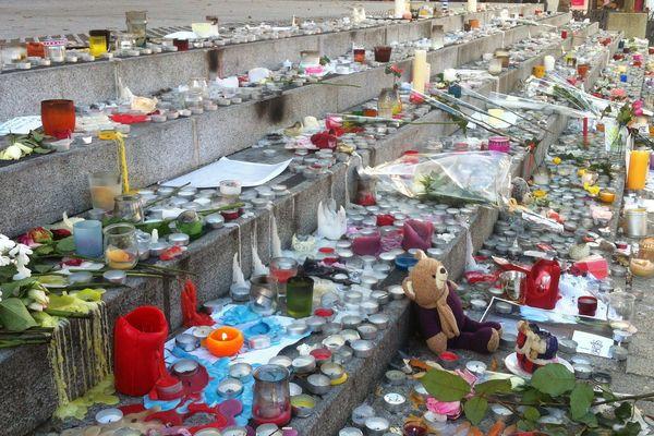 L'hommage des Angevins aux victimes des attentats de Paris