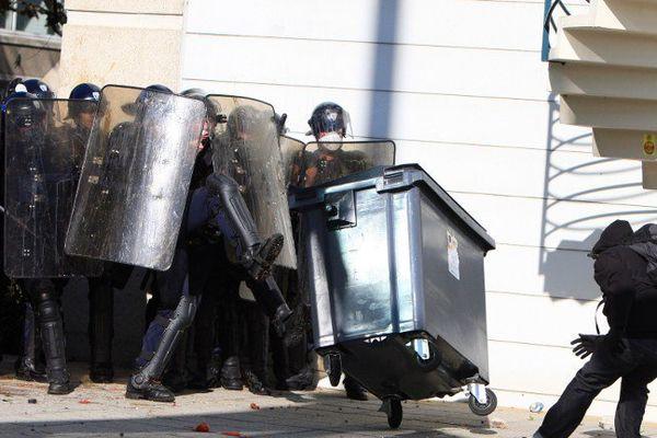 La manifestation d'octobre 2010 contre la réforme des retraites avait dégénéré devant le siège du Medef à Caen.