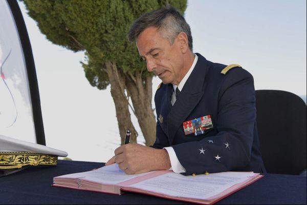 Le 12 octobre, le Vice-Amiral d'Escadre Laurent Isnard, préfet maritime de la Méditerranée, a signé les premiers arrêtés règlementant le mouillage des navires de 20 ou 24 mètres et plus pour le département des Alpes-Maritimes.