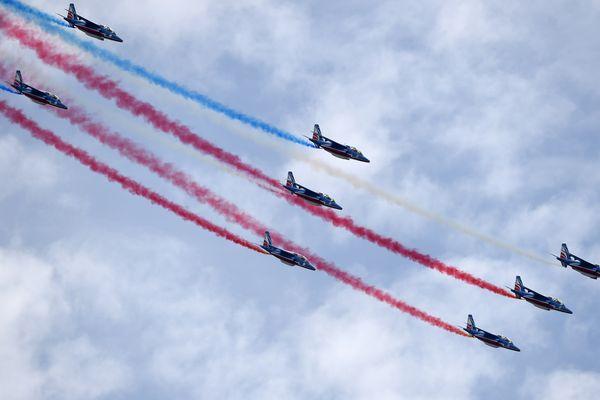 Les Alphajets de la Patrouille de France ont survolé la foire de Beaucroissant ce dimanche. Photo d'archives.