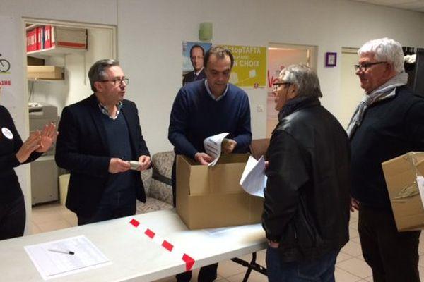 La réception des résultats des bureaux de vote de l'Hérault