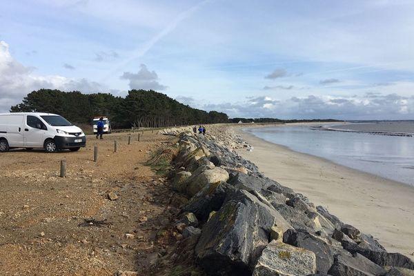 La plage de Maner à Fouesnant (Finistère) où ont été retrouvés les corps de la mère de famille et de sa fille polyhandicapée