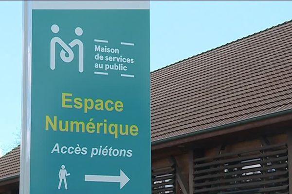 A Pontailler-sur-Saône, la maison de services au public a été créée en 2008, dans un ancien entrepôt réhabilité de la SNCF.