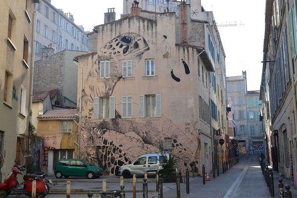 La tortue, rue Boris Vian, est l'une des œuvres urbaines les plus réputées de Marseille.