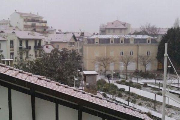 Une fine pellicule recouvre les toits