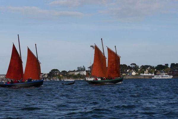 Les Sinagots, bateaux caractéristiques du Golfe du Morbihan, étaient naturellement de la partie lors de cette petite parade