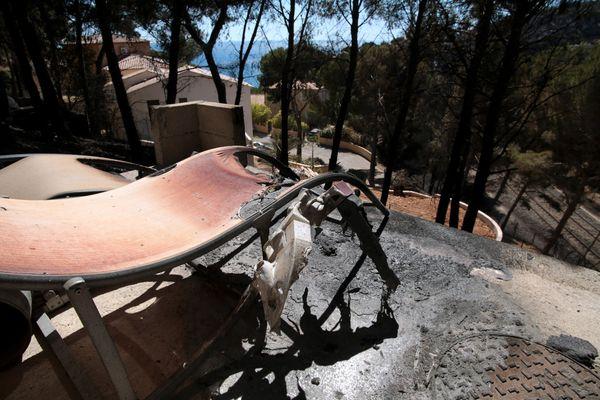 L'incendie parti en bordure de la voie rapide avait détruit 375 hectares de collines à Ensues-la-Redonne.