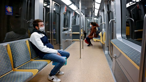 Depuis le confinement, 25 000 voyageurs empruntent le métro chaque jour, contre 360 000 en temps normal.