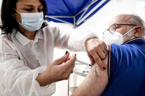 Illustration/ Pour l'heure, seules les personnes âgées de plus de 75 ans et les personnels à risques qui travaillent en première ligne sont concernées par le vaccin.