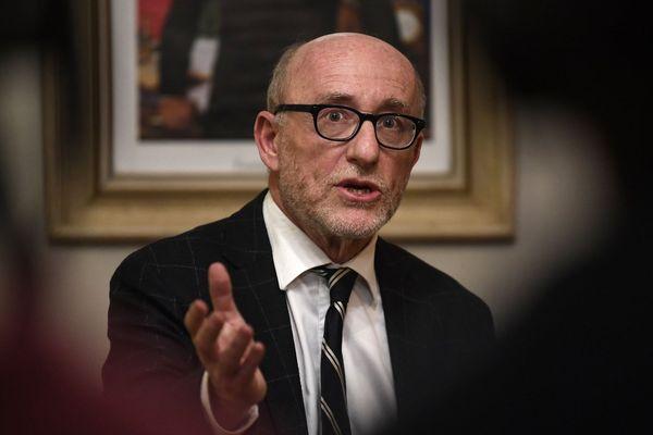 L'avocat Alain Jakubowicz après une conférence de presse à Pont-de-Beauvoisin le 14 février 2018, après que son client Nordahl Lelandais ait reconnu le meurtre de la petite Maelys de Araujo.