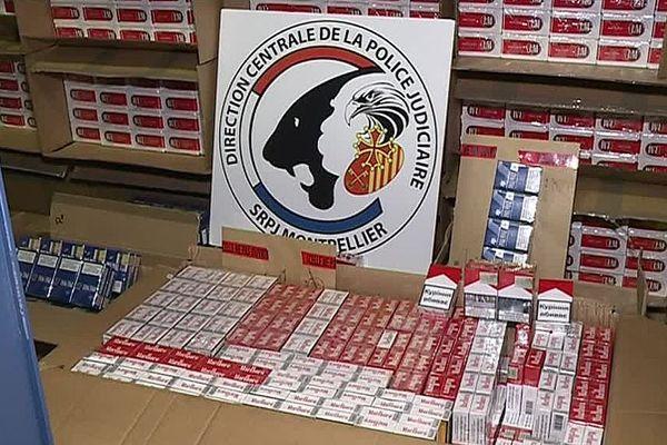 47 cartouches de cigarettes découvertes par la police chez l'inspecteur des impôts de Montpellier.