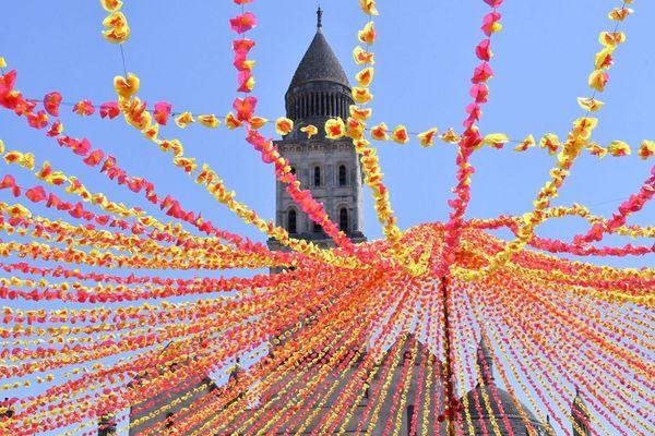 Comme le veut la tradition, Périgueux s'est métamorphosé à l'occasion de la Félibrée. Au total, 300 000 fleurs ont été installées dans le centre-ville.