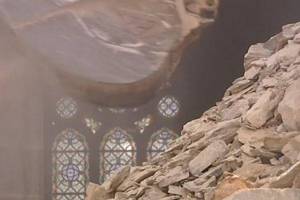 Les travaux de démolition à l'église de Gesté