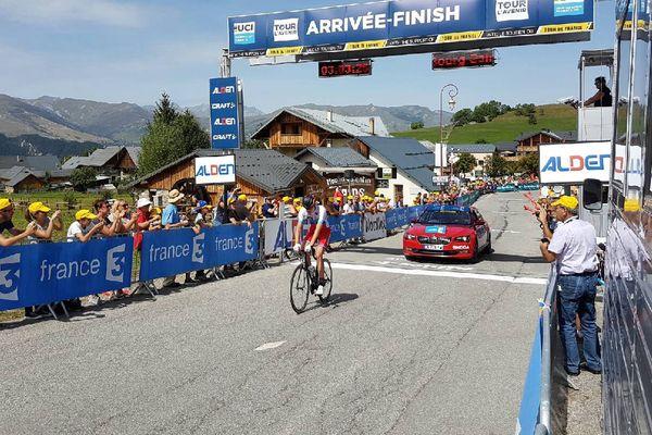 Le russe Pavel Sivakov remporte la dernière étape entre Bourg-Saint-Maurice et Albiez-Montrond en Savoie.