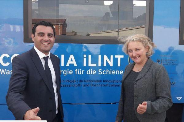 Le député girondin benoît Simian aux côtés de la ministre allemande des transports. Il représente l'Etat français lors du lancement de deux trains à hydrogène en Allemagne, une première mondiale.