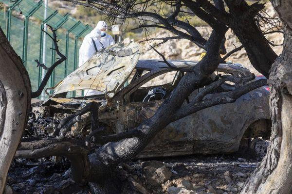 Marseille le 6 janvier 2021. Une voiture est retrouvée carbonisée avec un corps a l'intérieur sur un chemin de terre dans les Quartiers Nord de Marseille, proche de la Cite la Castellane.