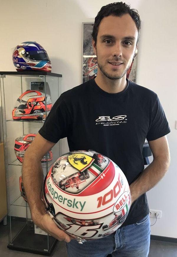 Valentin Belgy décore chaque année une quarantaine de casques pour la Formule 1.