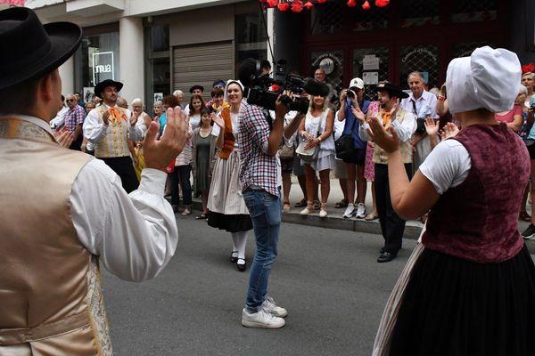 Notre journaliste Antoine Roynier s'est retrouvé en plein milieu d'une bourrée, une danse traditionnelle occitane.