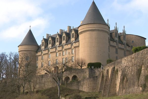 Le château de Rochechouart abrite le musée d'art contemporain de la Haute-Vienne.