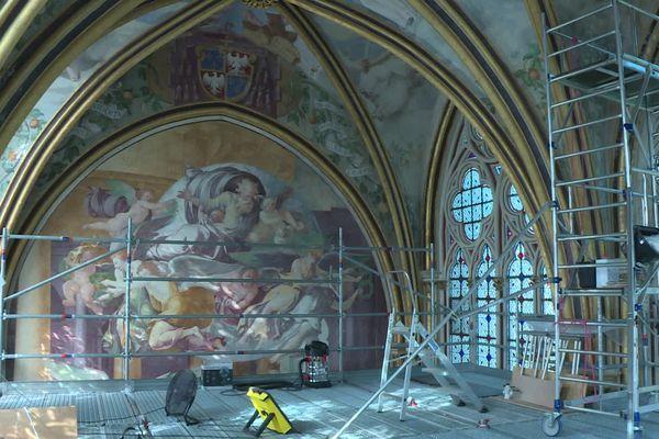 """Abîmées par les affres du climat picard, les fresques de la chapelle Sainte-Marie de l'abbaye de Chaalis dans l'Oise, surnommée """"la chapelle Sixtine de l'Oise"""", sont en cours de restauration."""