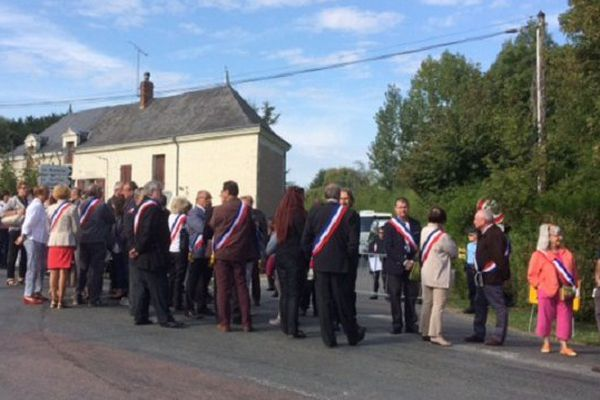 Les élus attendent l'arrivée du Président de la république.