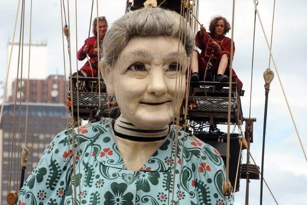 """La Grand Mère et la Petite Géante seront à Liverpool du 23 au 27 juillet 2014 pour une nouvelle création du Royal de Luxe : """"Mémoires d'août 2014"""""""