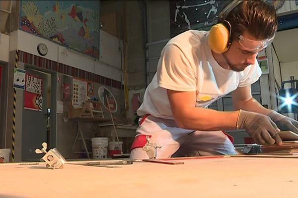 Vlad, jeune apprenti carreleur plein de talent en finale des Olympiades des métiers