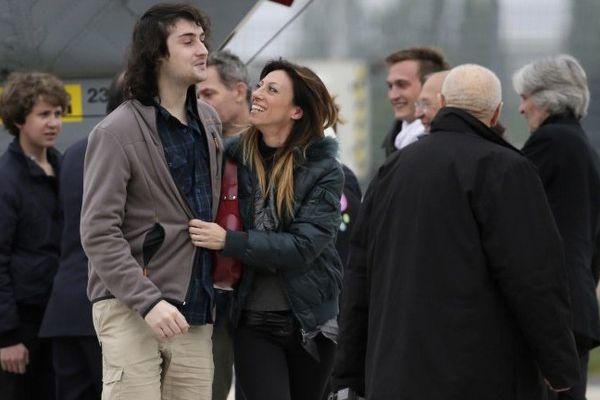 La soeur d'Edouard Elias Christina est venue de Londres pour l'accueillir à l'aéroport de Villacoublay