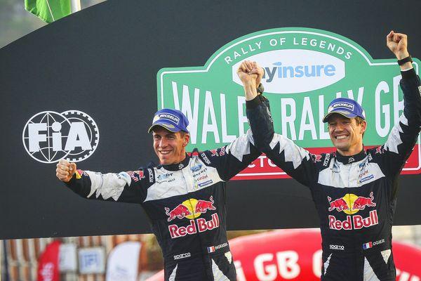 Sébastien Ogier (à droite) et son co-pilote Julien Ingrassia, célébrant leur titre de champion du monde le 29 octobre 2017