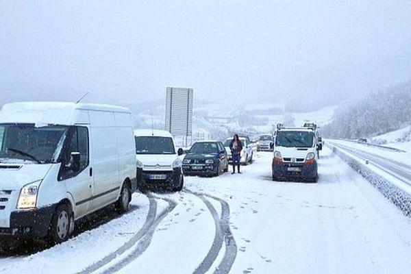Lozère - les automobilistes et les routes sous la neige - 29 janvier 2014.