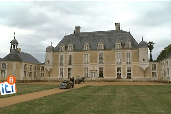 Visite du propriétaire au château du Boschet à Bourg des Comptes, près de Rennes.