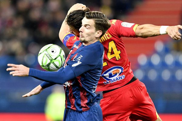 Benjamin Jeannot et Pierre Lemonnier à la lutte dans un match riche en buts...