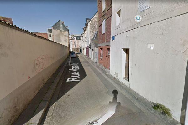 L'incendie s'est déclaré dans un immeuble mis en vente de la rue de Vareille, dans le quartier du Pollet.