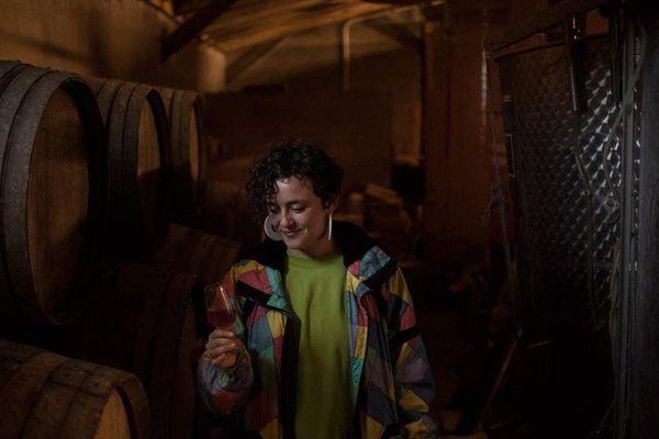 Marie Carroget, dans son chai de la Paonnerie à Anetz