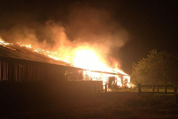 Dans la nuit du jeudi 31 mai au vendredi 1er juin, les sapeurs-pompiers du Calvados sont intervenus sur deux incendies de bâtiments agricoles.