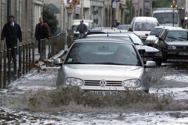 La ville de Quimper inondée le 13 décembre 2000