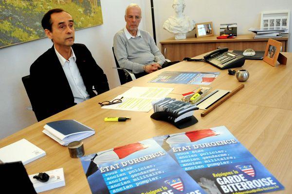 Robert Ménard, maire de Béziers et son adjoint Dominique Garcia présentent la garde biterroise le 1er décembre 2015