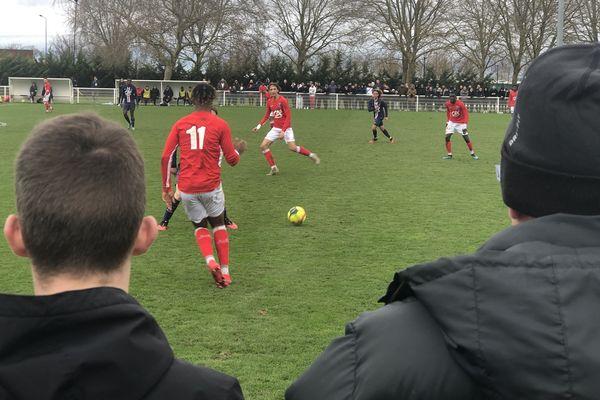 Les moins de 19 ans du Stade de Reims s'inclinent 2-0 face au PSG, ce dimanche 2 février après-midi au centre de vie Raymond-Kopa, devant plus de 400 spectateurs.