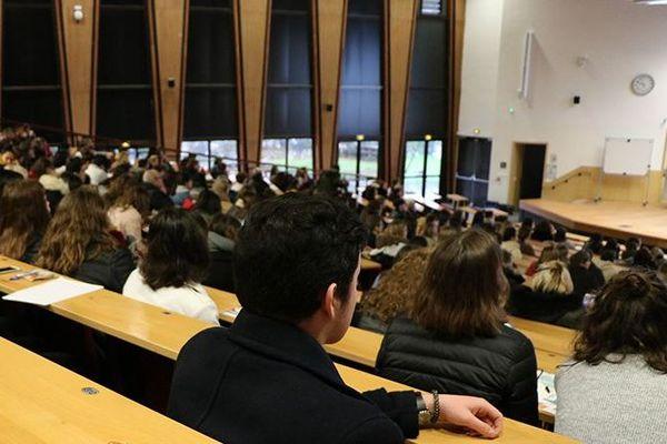 Un amphithéâtre de l'université Bordeaux avant le masque obligatoire.