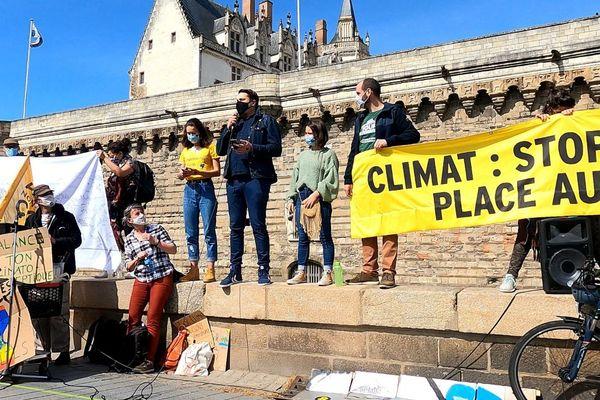 William Aucant a pris la parole lors de la marche pour une loi climat ambitieuse, ce dimanche 28 mars à Nantes