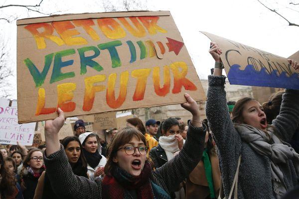 Marche de la jeunesse pour le climat, place Saint Michel à Paris, 03 mars 2019. Photo d'illustration.